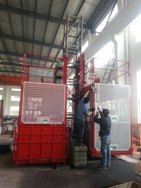 Industrial Passenger Construction Hoist Elevator 2000kgs Single And Double Cages