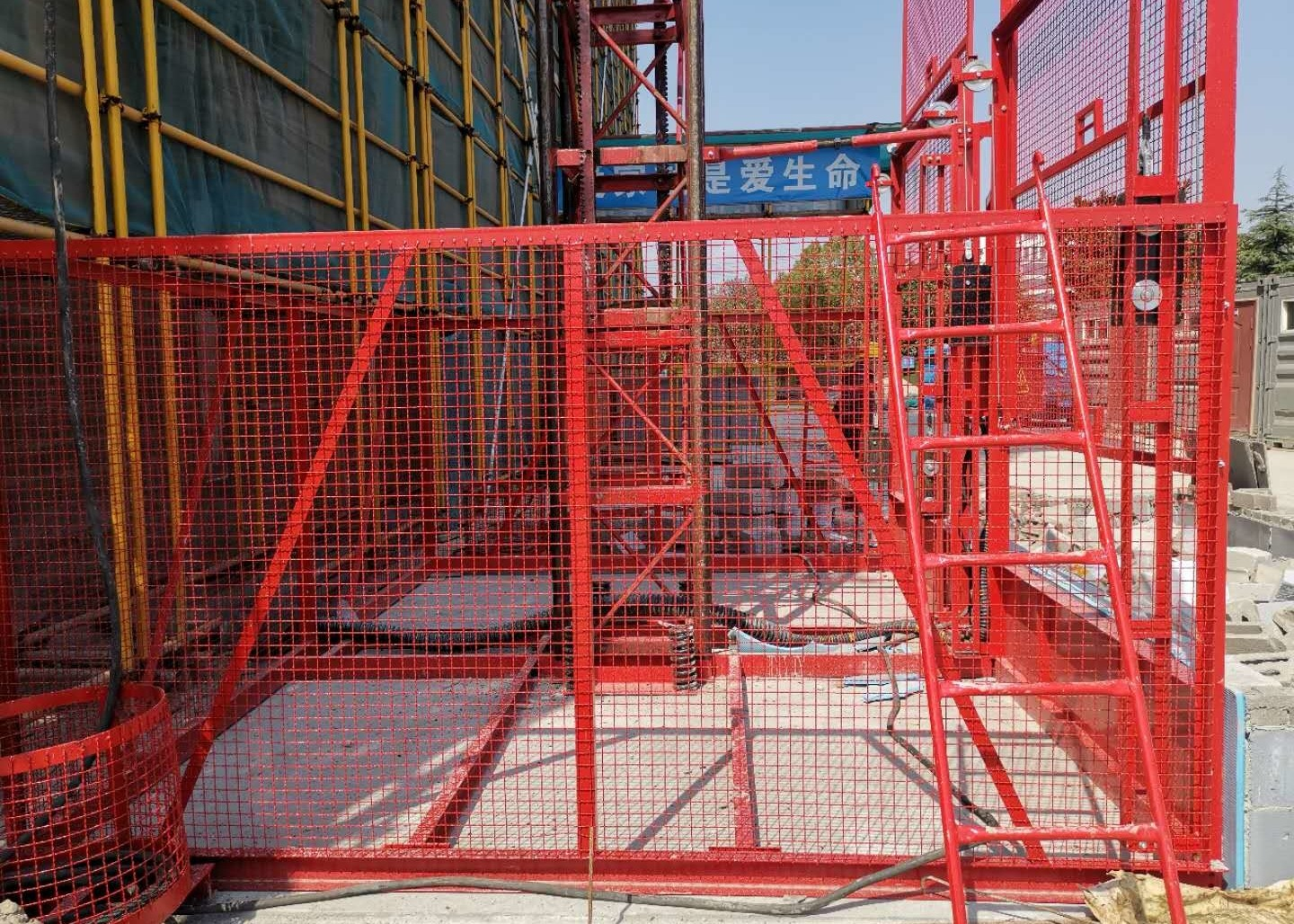 Vertical Handling Construction Hoist Safety / Temporary Construction Elevator