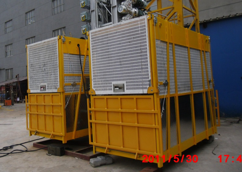 Building Goods Hoist Lift Customized Painted Twin Cage , Gantry Hoists