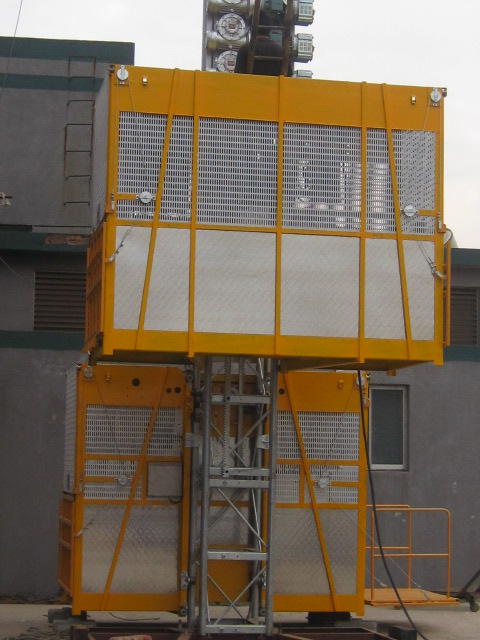 Twin Cage Yellow Construction Material Hoists for Building SC200 / 200